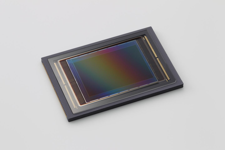 03503520-photo-capteur-cmos-a-120-megapixels-de-canon
