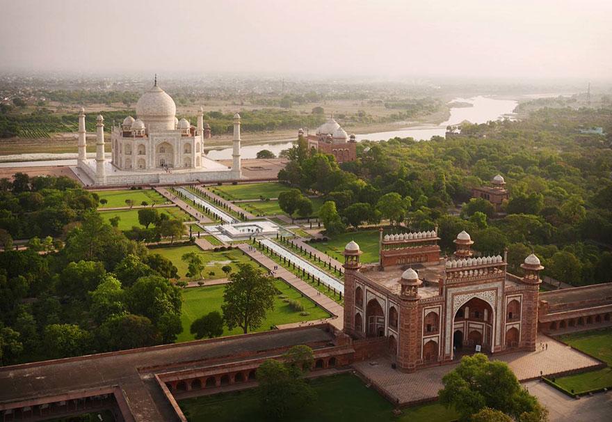 Le Taj Mahal et ses jardins (Inde) Photo : Amos Chapple